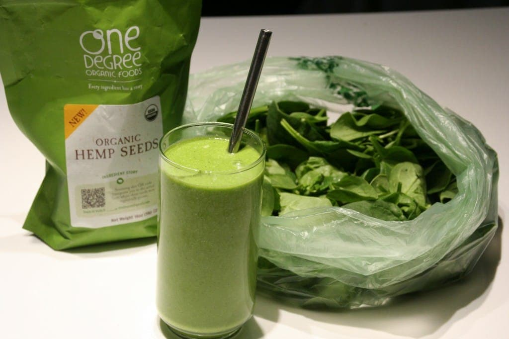 Green Smoothie with Kombucha and Hemp