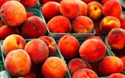 When Peaches Ripen, Make a Peach and Berry Crisp