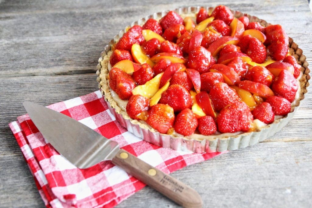 Fresh strawberry tart for vegans